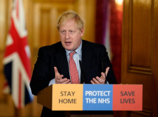 Com coronavírus, premiê britânico Boris Johnson é transferido para a UTI em Londres