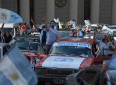 Peronismo argentino se reaviva ao ocupar as ruas em apoio a Kirchner e Fernández