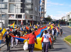 Equador: Sindicato de servidores adere à marcha indígena por recontagem de votos