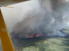 Por causa de fumaça de queimadas no Pantanal, avião de Bolsonaro arremete em MT