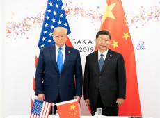 Trump assume lobby de farmacêuticas, enquanto Xi diz vacina deve ser bem público