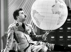 EUA e escolas preparatórias para ditadores: quem são Steve Bannon e Olavo de Carvalho?