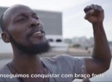 Nigeriano diz que foi enganado para aparecer em vídeo de hino com Bolsonaro