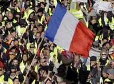 Coletes amarelos se multiplicam, repressão aumenta, mas  Macron continua perdendo