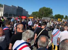 Milhares protestam no norte da França após Renault anunciar demissão de 4,6 mil empregados