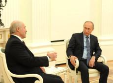 Sem dar as costas a Lukashenko, Putin diz que bielorrussos devem resolver controvérsias