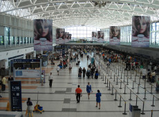 Argentina suspende voos do Brasil para conter avanço da covid-19