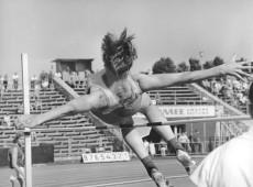 Cidade do México, 1968 - Técnica revolucionária de Dick Fosbury em Jogos Olímpicos muda para sempre salto em altura