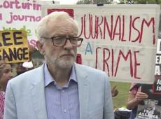 Em frente à prisão de Belmarsh, a Guantánamo britânica, Jeremy Corbyn encabeça manifestação pela liberdade de Assange