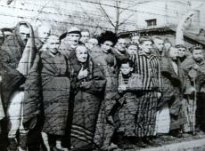 Hoje na História: 1945 - Exército Vermelho liberta campo de concentração de Auschwitz