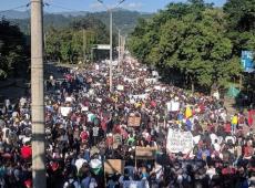 Colombianos realizan huelga general contra las políticas neoliberales del presidente Duque