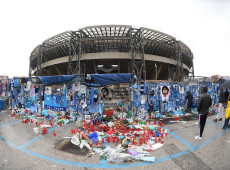 """Após velório de Maradona, milhares levantaram """"altares de amor"""" para homenagear ídolo"""