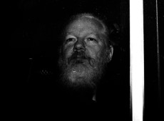 Mais de 100 médicos pedem 'fim da tortura' de Assange e exigem assistência médica 'antes que seja tarde'