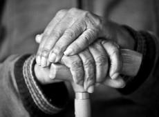 No Brasil, morte de idosos em casa cresceu 61% por conta da pandemia de coronavírus