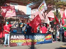Consulado cubano em SP recebe manifestação em defesa da Revolução