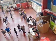 Cédula de papel, filas e controle duplo do resultado: entenda como votam os argentinos