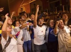 Oposição venezuelana vai às ruas para celebrar vitória que garante maioria no Congresso