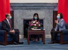 Secretário dos EUA se reúne com presidente de Taiwan e irrita China