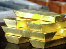 """China amplia suas reservas em ouro e se junta à Rússia na """"corrida dourada"""" contra o dólar"""