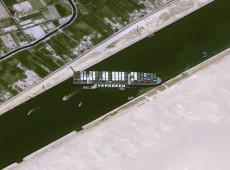 Erro humano pode ter causado encalhe no Canal de Suez