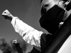 """""""Derrotar o fascismo é uma das etapas para derrotar o racismo no Brasil"""", afirma sociólogo"""
