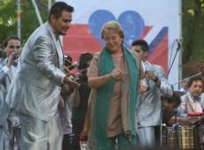 Em atos finais de campanha, Bachelet pede vitória no 1º turno e Matthei compara governos