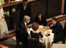 Defensor do ataque à Síria, Kerry jantou com Assad em Damasco em 2009