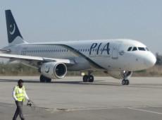 Avião cai pouco antes do pouso com mais de 100 pessoas no Paquistão