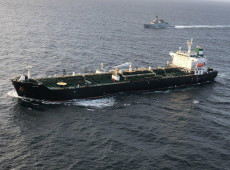 Segundo navio-tanque iraniano carregado com combustível chega à Venezuela
