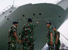 Indonésia encontra fragmentos de submarino desaparecido