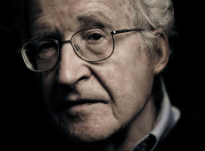 Racismo, fim da democracia e saúde privada: as razões de Chomsky para acabar com Era Trump