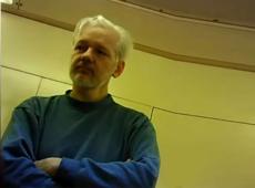 Después que Suecia cerró la investigación, exigen al Reino Unido libertad de Assange