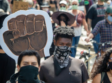 'Lean on Me', música de Bill Withers, vira 'hino' de manifestantes antirracismo em Washington