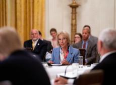 EUA: secretária de Educação renuncia após invasão ao Capitólio