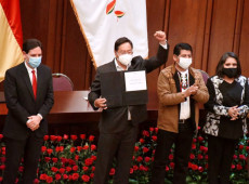 Presidente eleito da Bolívia, Luis Arce recebe credenciais do TSE