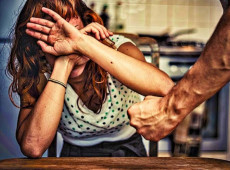 Índices de violência doméstica crescem dramaticamente no Brasil durante quarentena