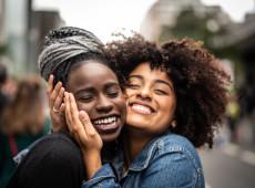 Em tempos de extrema instabilidade, a amizade verdadeira tem um papel crucial na saúde emocional