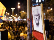 Por temor de coronavírus, defesa de Assange pede direito de liberdade por fiança