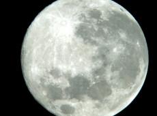 Nasa diz ter encontrado moléculas de água na superfície da Lua