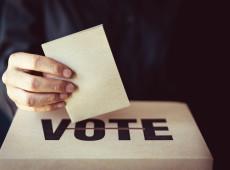 El pseudo-líder de la democracia mundial batalla para defender el derecho básico al voto