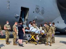 Afegã dá à luz em avião de resgate após pouso na Alemanha