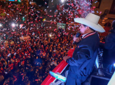 Pedro Castillo recebe credencial da Justiça Eleitoral como presidente do Peru