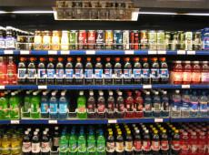Reino Unido planeja aplicar impostos adicionais às bebidas açucaradas