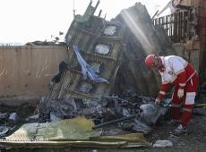 Queda de avião no Irã matou 63 canadenses; Trudeau pede que 'acidente seja completamente investigado'