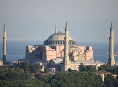 Presidente da Turquia transforma antiga basílica de Santa Sofia em mesquita