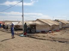 Guerra civil leva sírios a procurar refúgio em campos montados no Iraque