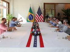 Sem máscaras, Bolsonaro, filho e ministros comemoram independência dos EUA - 05.jul.2020