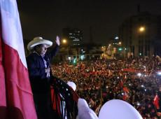 Chomsky, Waters e Prashad alertam para possível golpe judicial no Peru