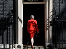 May sucumbe ao caos do Brexit