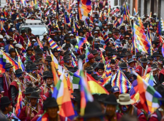 Centenas de milhares de pessoas marcham, em La Paz,  para pedir saída de Janine Áñez